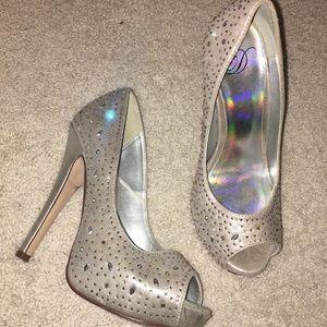 Shoes - Silver crystal rhinestones platform pumps sz 7